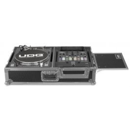 UDG Ultimate Flight Case Scratch Silver Plus (Laptop shelf & wheels)